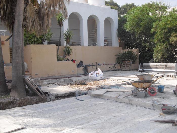 Construcción de terraza y piscina