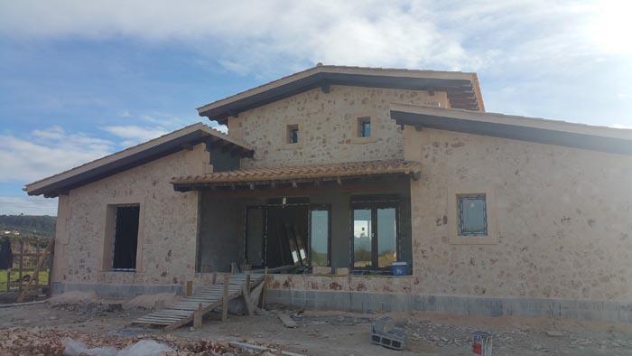 Obra nueva de vivienda unifamiliar aislada con piscina
